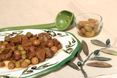 Beef with green olives
